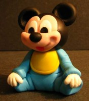 escultura em biscuit mickey mouse baby